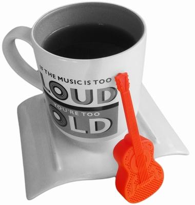 Tee-Ei in Gitarrenform Rock and Brew