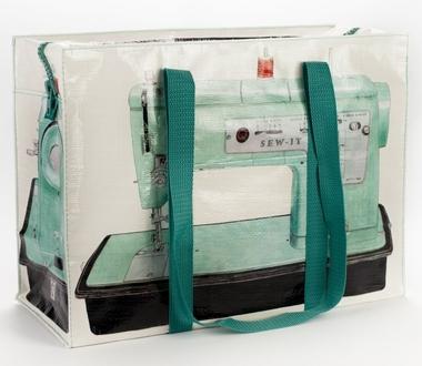 Sew-It Schultertasche von Blue Q
